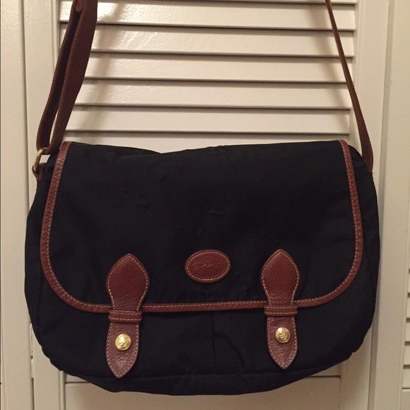 ac3109e731f6 Longchamp Handbags - Longchamp 100% authentic le pliage messenger bag