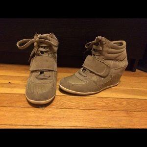Sneaker platform shoes