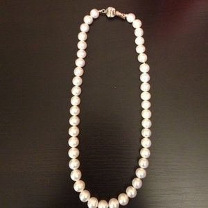 Jewelry - White Pearl Necklace