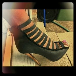 Shoes - Cut out black toe out heels