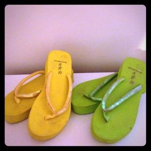 Rocket Dog Shoes - Neon yellow and green platform flip flops