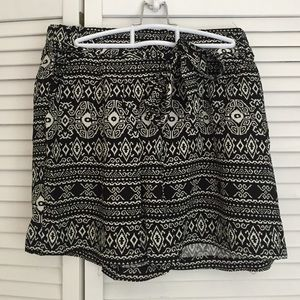 1five1 Other - Aztec print shorts.