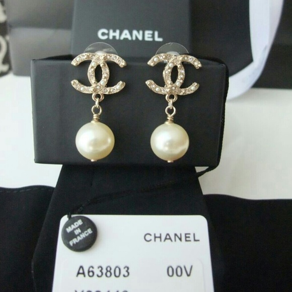 chanel chanel 2015 cs collection dangling pearl earrings