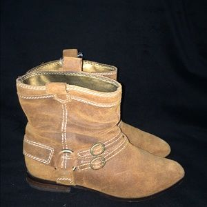 Array Shoes - Camel suede boots by Array