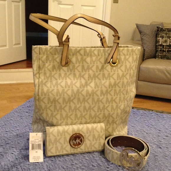 285d6d119fa1 Michael Kors Bags | Mk Signature Jet Set North South Tote In Vanilla ...