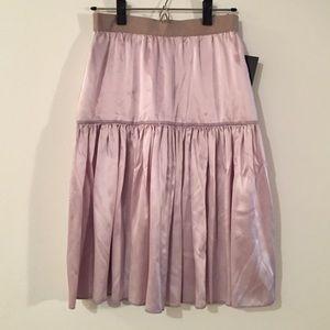 🌷 👠 Authentic Dolce & Gabbana 100% silk skirt
