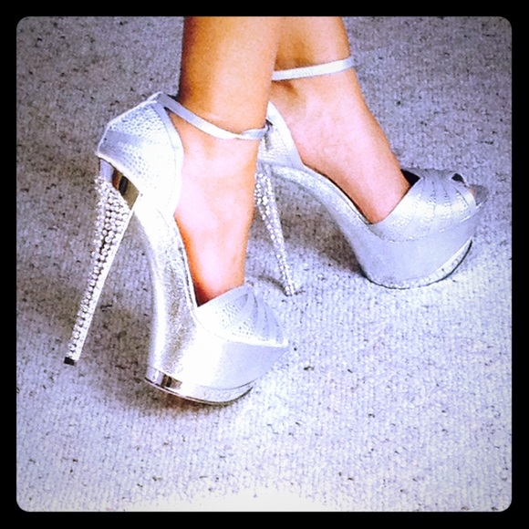 dbde71f2b25 DSW Shoes - ✨Sparkly Silver High Heels ✨ WORN ONCE