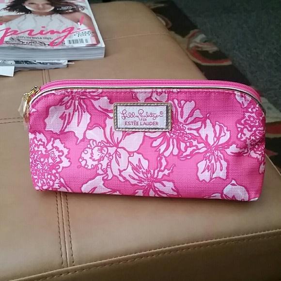 d942c286b919 Lilly Pulitzer Handbags - Lilly Pulitzer Estee Lauder makeup bag clutch