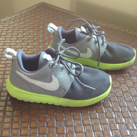 db83e5d50ede Roshe Run Shoes for your Child. M 553ea7d4d3a2a778f3013091