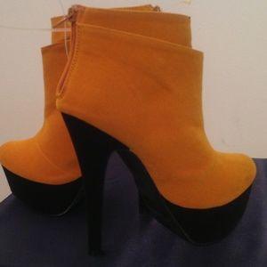 Boots - Ladies Platform Ankle Boots. Sale