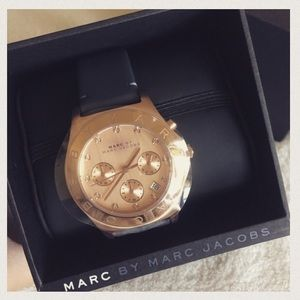 😍 HOST PICK! NEW Marc Jacobs rose gold watch