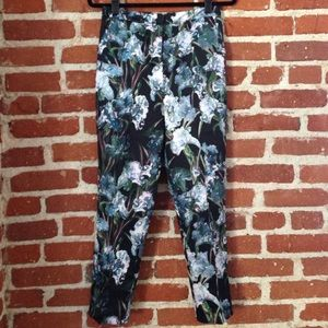 Relaxed Cigarette Pants in Flower Print