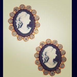 ⭐️NEW⭐️Italian Stud Cameo Earrings!