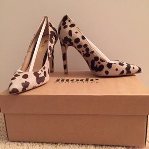 The Mode Collective Shoes - BRAND NEW Leopard The Mode Collective pump