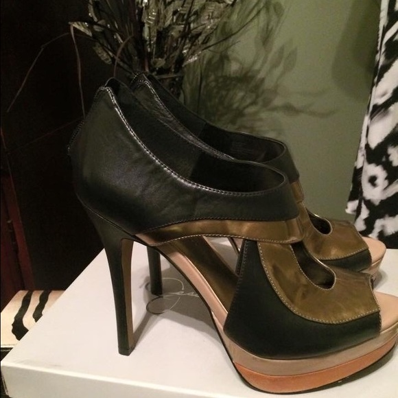 Discover the surprisingly simple way to buy Jessica Simpson on sale. Guaranteed authentic at incredible prices. Safe shipping and easy returns. Guaranteed authentic at incredible prices. Safe shipping and easy returns.