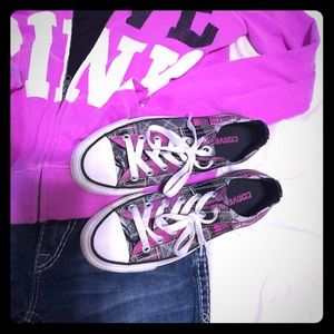 ❤️Fresh Fashion Host Pick❤️Converse Plaid Sneaker.