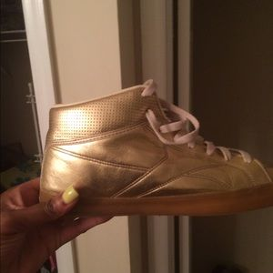 Other - Gold tennis shoes