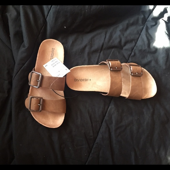05c7a0168ee H M brown sandals (Divided)