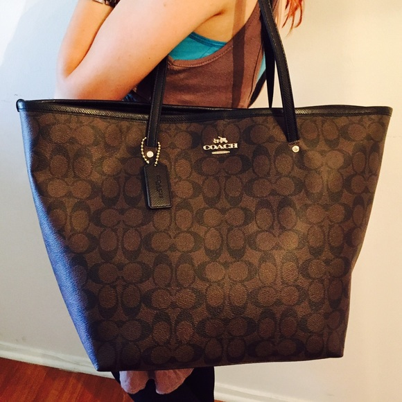 Authentic Brand New Coach Large Taxi Tote ������