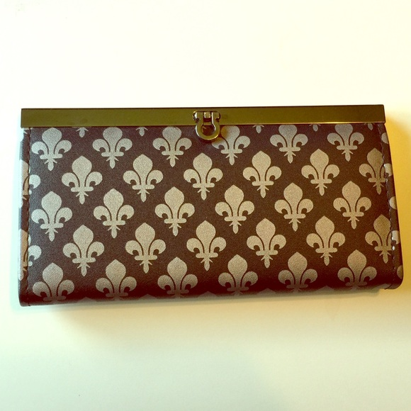 Boutique Handbags - Fleur de Lis Clutch Purse Wallet black silver