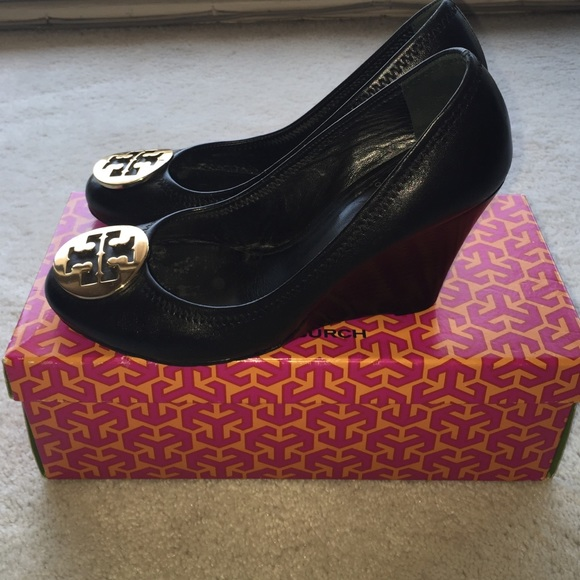 4ea969c2697c Tory Burch Sophie Wedges sz 8. Excellent condition.  M_5541428fb7745c0f1a005b35
