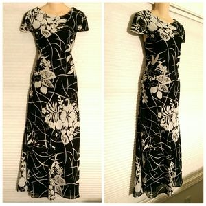 Connected Apparel Dresses & Skirts - NWT Black and White Floral Dress size 10