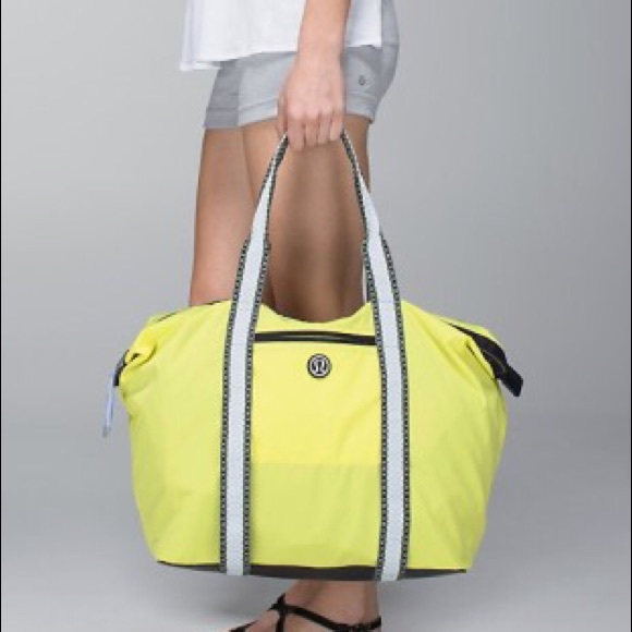 lululemon athletica Handbags - EUC Lululemon All Day Asana Tote in sheer yellow