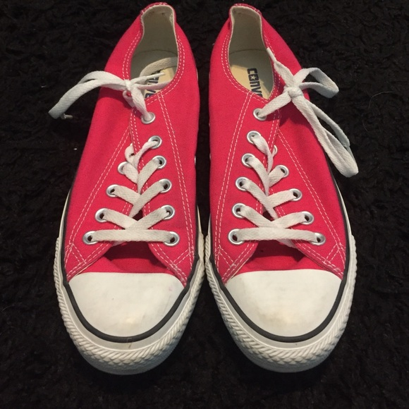 7d4b7977288bcd Converse Shoes - Pink low top Converse