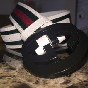New black buckle Gucci belt