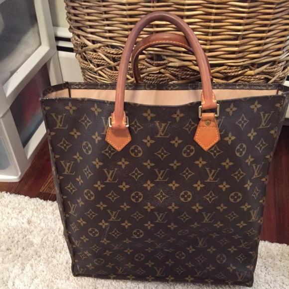 2c4df5390f9e Louis Vuitton Handbags - Louis Vuitton Sac Plat Bag