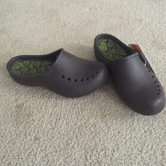 32c9008853709 Crocs tully women clog NWT