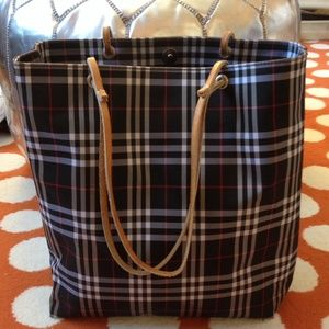 Burberry Handbags - Burberry Tote-Gently Used🌼Authentic