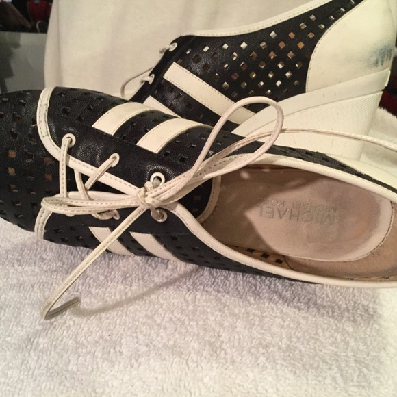 80 michael michael kors shoes navy and white