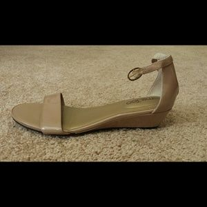 me too Shoes - Nude patent wedge sandal