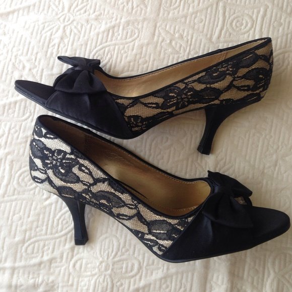 Black lace heels with bow - photo#13