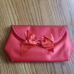 Small makeup bag.