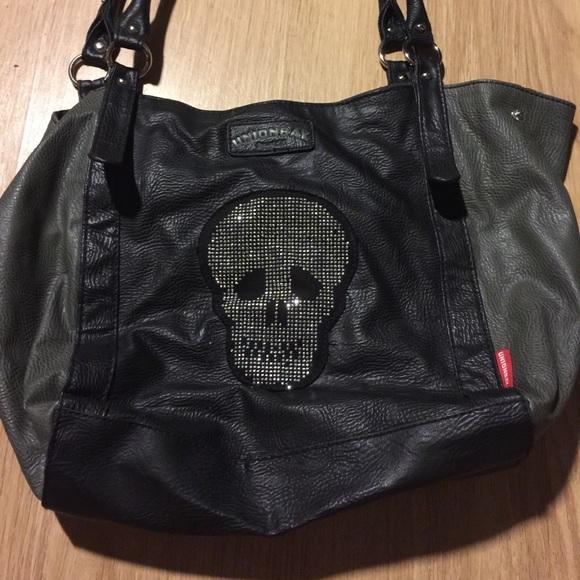 1e8a18a63829 Skull purse. M 55467b42522b45497a00aec8