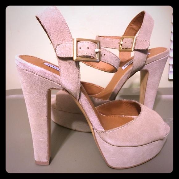 5d16f5e1d9e060 Steve Madden gray sandals