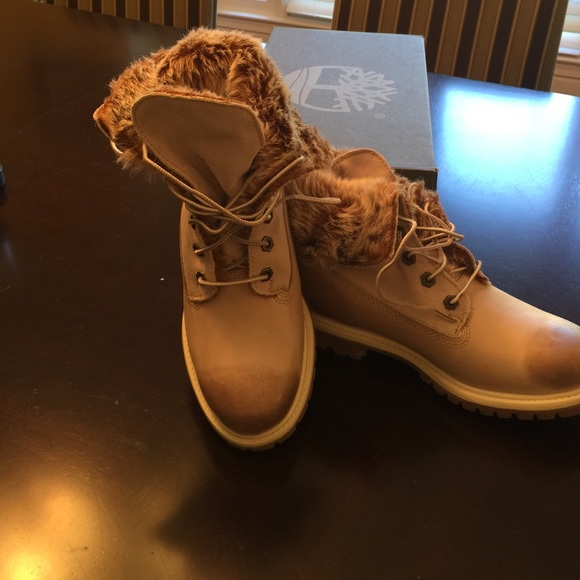 Timberland Boots new in box Size 7.5 winter white