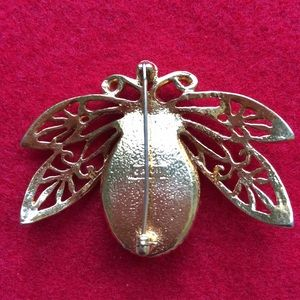 Vintage Jewelry - HP🎉 Vintage Avon Bee Brooch Pin