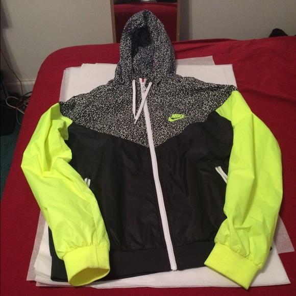 d4798f02105f Nike Windbreaker Jacket Size XL Neon Yellow Blk. M 5548c0117e7ef6524c00032b