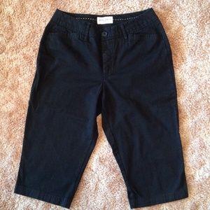 St. John's Bay Pants - Really Nice Pair of Black Capris 10P