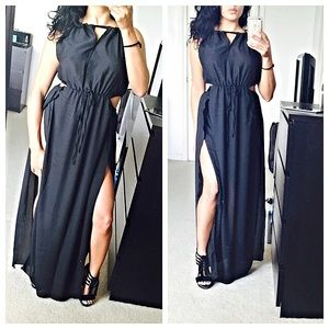 Dresses & Skirts - Black high slit beachy dress