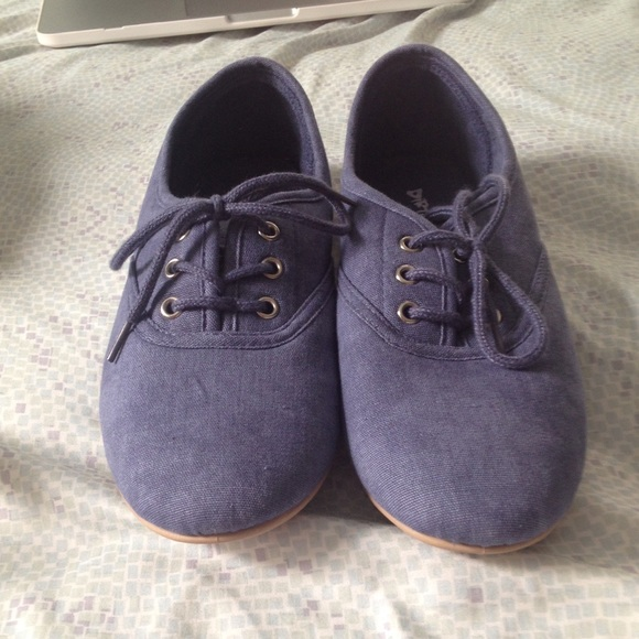 Dirty Laundry Shoes - NWOT Blue Dirty Laundry Sneakers 9e7c6546c