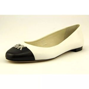Michael Kors black and white leather flats❤️❤️