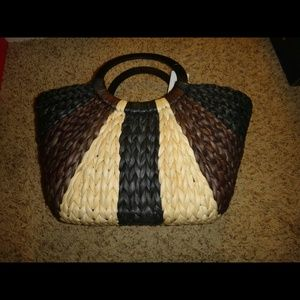 Straw tote with wooden handle