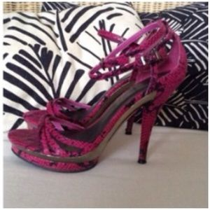 DOLLHOUSE Shoes - DOLLHOUSE PINK & BLACK REPTILE HEELS 7