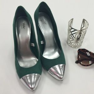 NWOT Green Faux Suede & Silver Cap Toe Pumps