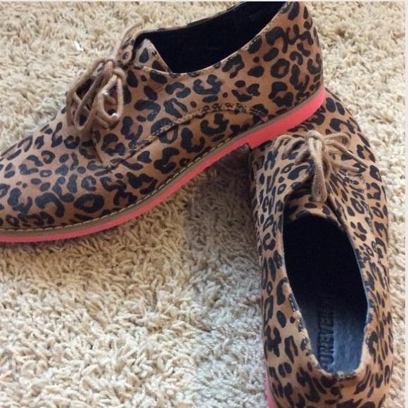 Looking for Bandolino? Shop the various retailers selling Bandolino shoes.