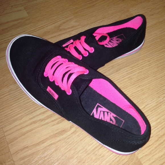 25beeb939645ae Women s Vans Sneakers Hot Pink   Black. M 554ac7a2c6c7954dea000894